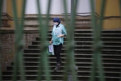Четыре петербургские больницы возвращаются в обычный режим работы