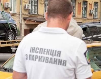 Конфликт в Киеве между инспектором парковки и владельцем магазина: появилось видео инцидента и реакция властей
