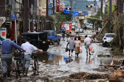 Власти Японии эвакуируют 382 тысячи жителей из-за сильных ливней