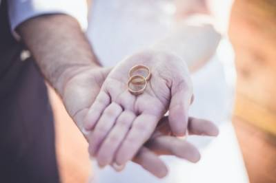 В 2021 году количество браков в РФ увеличилось на 40% - Известия