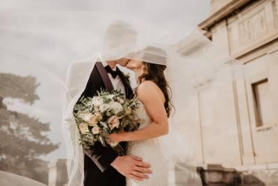 В России резко выросло число браков
