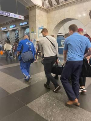 В петербургском метро стало плохо мужчине