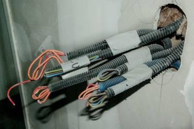 После гибели ребенка от удара током, в Нижнем проверят электроснабжение школ