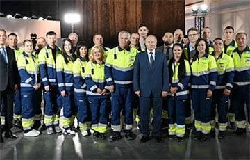 Расследование: Рабочие, с которыми встретился Путин, оказались подсадными
