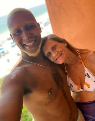 61–летняя женщина обручилась с 24-летним парнем (ФОТО)