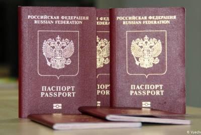 В России хотят изымать загранпаспорт у должников