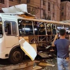 В Воронеже взорвался автобус с пассажирами: одна женщина погибла, более десяти человек пострадали. Фото. Видео