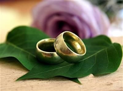 В США решили пожениться два тиктокера — 24-летний парень и 61-летняя женщина (видео)