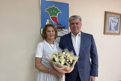 Российская спортсменка пришла на встречу с мэром родного города с флагом США