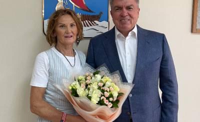 Российская спортсменка пришла на встречу с мэром в браслете с флагом США