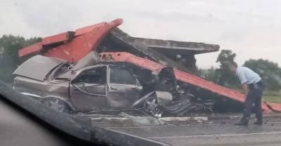 В Башкирии пьяный водитель снёс остановку, пострадали двое детей