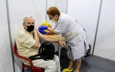 Названы сроки повторной COVID-вакцинации в Украине