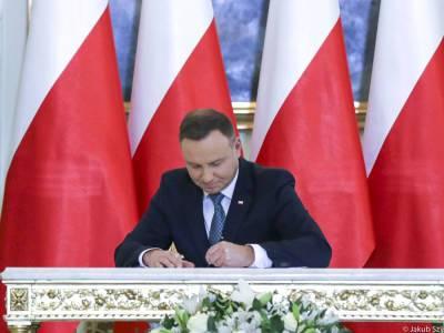 Дуда одобрил поправки в Административно-процессуальный кодекс Польши. Израиль назвал закон антисемитским и отозвал посла
