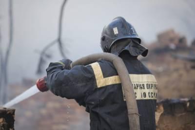 В поселке под Волгоградом в гараже сгорели иномарка и домашние вещи