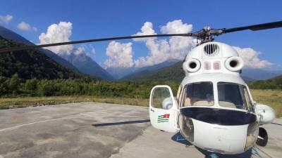 МЧС Абхазии эвакуировало с горного перевала на вертолете двух россиян