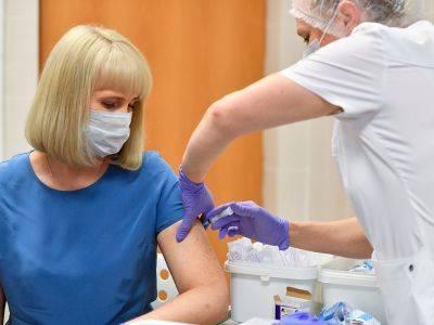 Правительство заманивает на вакцинацию денежными призами
