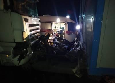 Четыре человека погибли под Новосибирском в ДТП с фурами и Toyota Camry