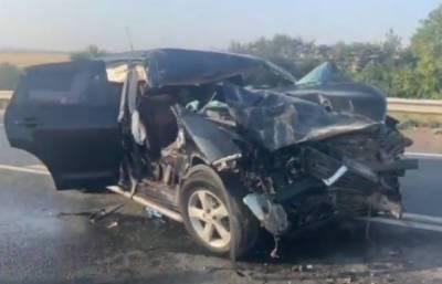 В Башкирии пьяный водитель кроссовера врезался в грузовик: пострадали его мать и двое детей