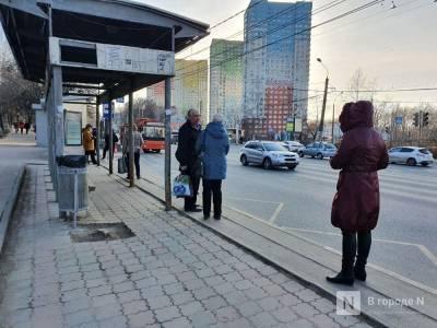 Шалабаев объяснил, почему на городских остановках стоят по два павильона