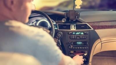В Башкирии водитель отвлекся на телефон и сбил рабочего