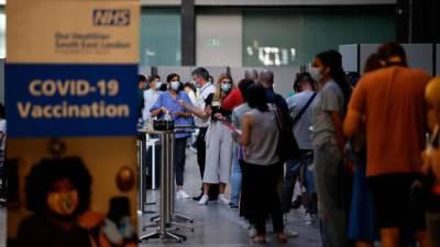 После Израиля: Великобритания сообщила о начале вакцинации граждан третьей дозой