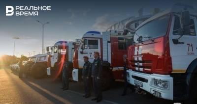 В Казани на улице Баумана загорелась кровля здания