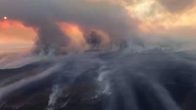 """""""Непроглядная тьма, нечем дышать"""": в Якутии из-за пожаров днем больше не видно солнца"""