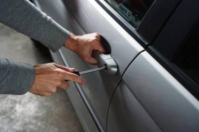 Рязанские полицейские раскрыли кражу денег из Mercedes