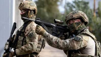 """СБУ заблокировала группировку """"патриотов"""" Кивы с оружием и наркотиками"""