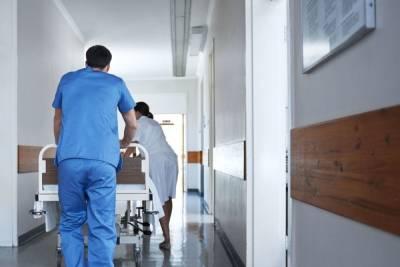 Суточная заболеваемость COVID-19 в Петербурге снова вернулась к росту