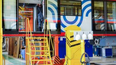 Первая партия: Россия отправила пять составов метро в Узбекистан