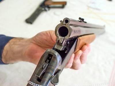 Под Смоленском мужчина выстрелил в соседа и забаррикадировался в доме