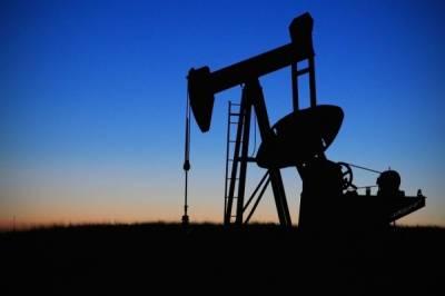 Цена нефти Brent опустилась ниже 65 долларов впервые с 21 мая