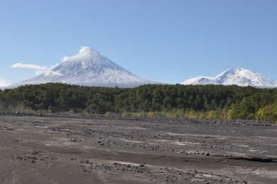 На Камчатке спасатели эвакуировали тела погибших на вулкане туристов