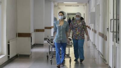 Найденная под Смоленском полуторагодовалая девочка находится в больнице