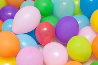 Из бара на Думской увезли с десяток надышавшихся «веселящим» газом гуляк