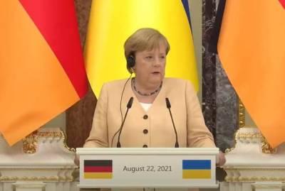 Меркель выступила за транзит газа через Украину и пригрозила РФ новыми санкциями