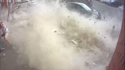 В Удмуртии из-за обрушения части стены многоэтажного дома пострадал 4-летний мальчик (ВИДЕО)