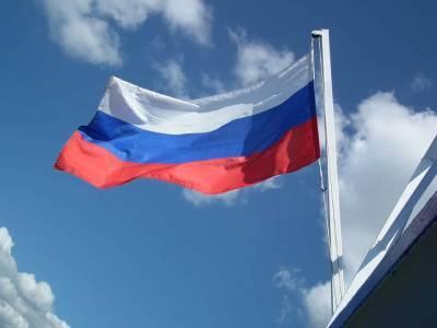 В России резко снизилась заболеваемость ковидом, но смертность остается высокой и мира