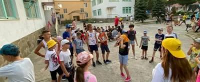 В Анапе после подтопления лагеря «Зори Анапы» 10 детей с ОРВИ попали в медизолятор