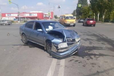 Под Волгоградом в ДТП на перекрестке пострадали три человека