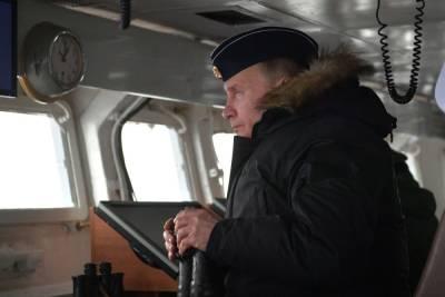 Путин: России нужен мощный военно-морской флот
