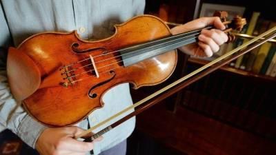 «Самую дорогую музыку мира» сыграли в Лондоне 12 скрипок Страдивари