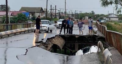 Мост частично обрушился под Волгоградом из-за перегруженного грузовика