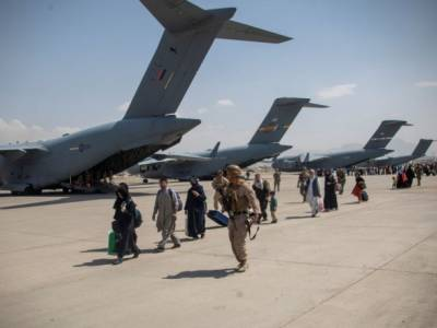 Великобритания эвакуировала более 7 тысяч человек из Афганистана