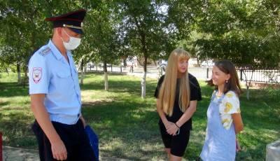 В Астраханской области полицейский спас 12-летнюю девочку на пожаре