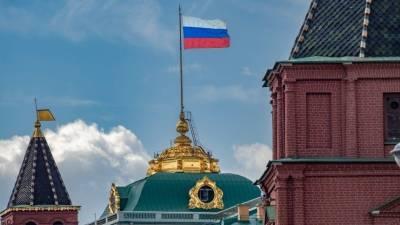 Путин поддержал идею ввести в школах традицию поднимать государственный флаг