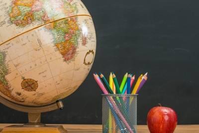 Комитет по образованию Петербурга попросил 4 млрд рублей на ремонт школ и покупку учебников