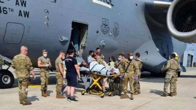 Афганскую девочку, родившуюся на борту самолета ВВС США, назвали Рич
