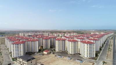 Президент Азербайджана Ильхам Алиев и Первая леди Мехрибан Алиева приняли участие в церемонии предоставления квартир и автомобилей семьям шехидов, инвалидам и героям Отечественной войны в Абшеронском